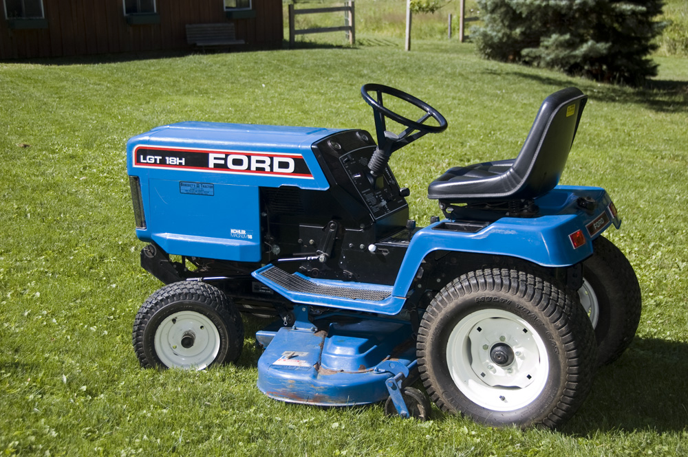 Ford lgt 18h lawn tractor for Ford garden tractor